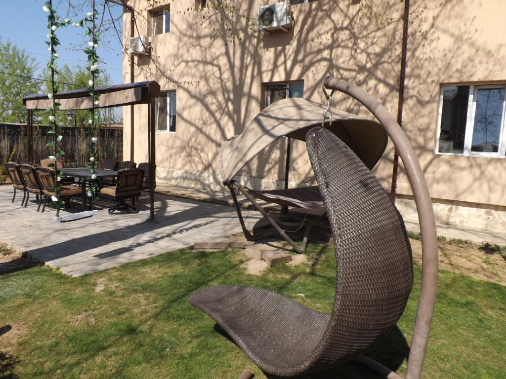 Casa Dobrescu Craiova - zona relaxare in curte