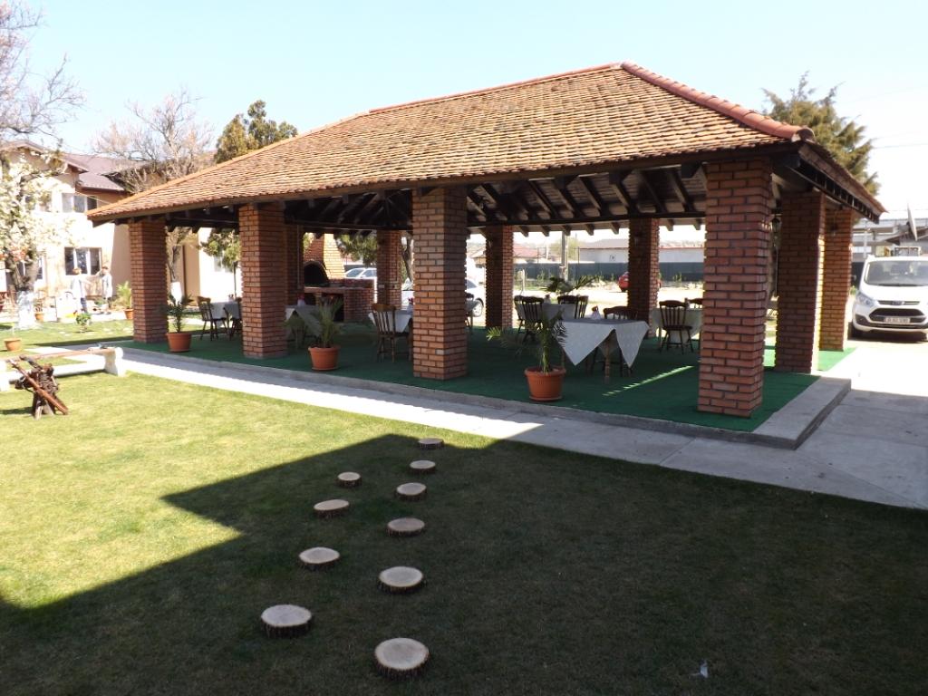 Casa Dobrescu Craiova - terasa acoperita (foisor)